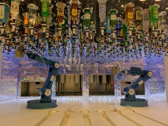 Robots making Coctails at Biggest Cruise Ship in the Worls